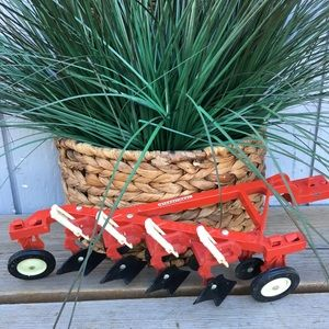 VINTAGE ERTL INTERNATIONAL HARVESTER HARROW PLOW